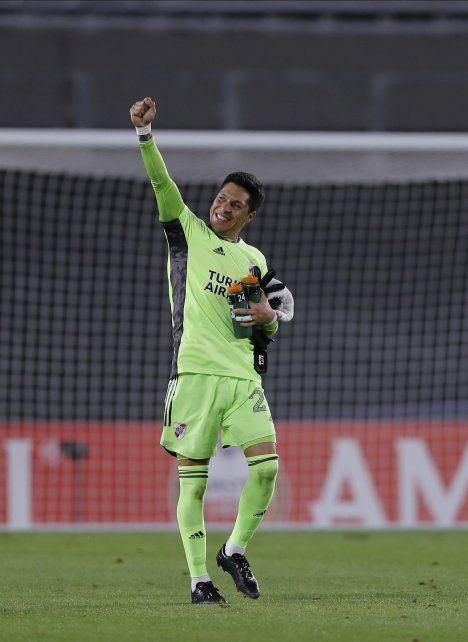 Enzo pérez es el futbolista del que habla buena parte del mundo. Es mediocampista pero jugó de arquero y aún lesionado fue la figura.