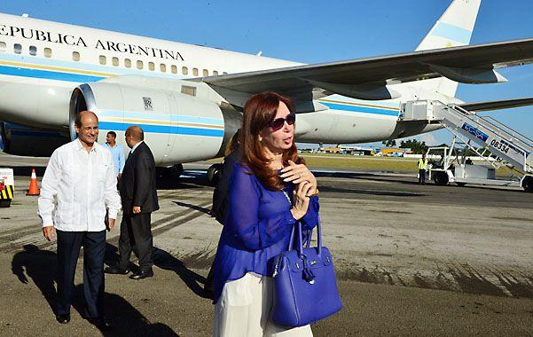 Arribo. La mandataria al arribar ayer el aeropuerto José Martí.