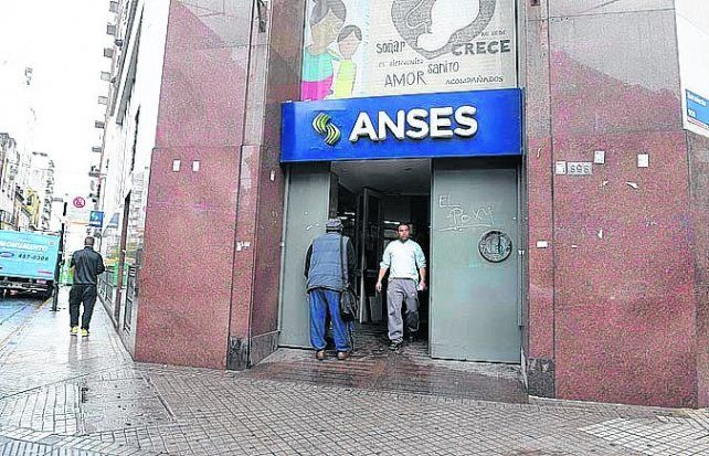 El edificio local de Ansés.