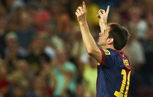 El rosarino festeja uno de sus goles con los dedos apuntando al cielo.