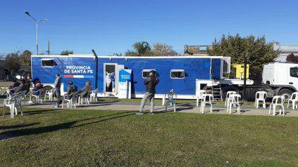 La carpa sanitaria se instaló en el Paseo de la Estación, donde se hicieron cerca de cien testeos.