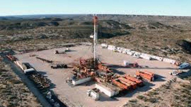 Negocian una paz social con petroleros de Vaca Muerta