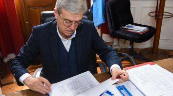 El ministro de Economía provincial, Walter Agosto, remitió el proyecto a la Cámara alta.