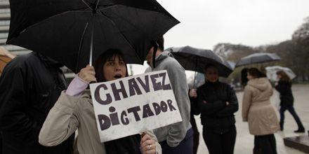 En varias ciudades al mismo tiempo manifestantes protestan contra Chávez