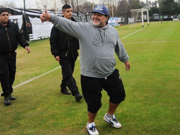 Excedido. Maradona estaría pesando unos 110 kilos y los médicos pretenden que su silueta llegue a los 75.