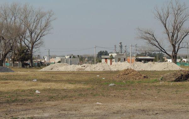 A la espera. El predio del barrio Posta 16 donde se levantará la escuela.