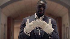 Omar Sy como Assane Diop. Todo comienza con el robo al Louvre de un collar que perteneció a María Antonieta y que selló la suerte de su padre.