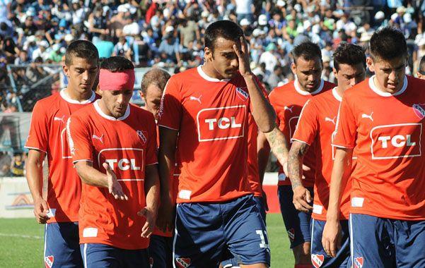 Sin respuestas. La derrota ante Gimnasia golpeó duro a los jugadores del Rojo de Avellaneda.
