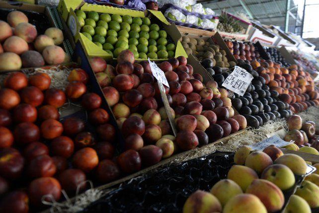 El precio de las frutas y verduras viene en franco ascenso en Rosario.