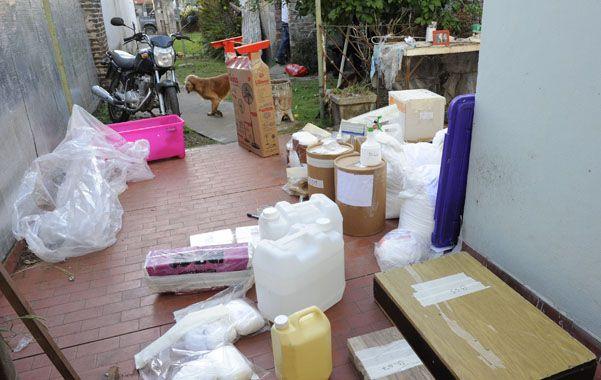 El laboratorio. En Spegazzini al 3700 de Rosario se encontraron panes de cocaína y aditivos para su elaboración.
