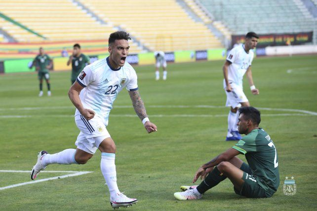 Lautaro Martínez celebra lo que fue el empate transitorio.