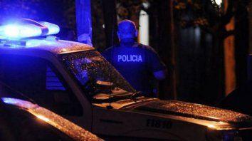 Un adolescente chocó contra un patrullero y murió en medio de una persecución