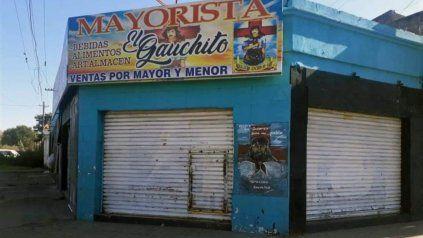 El negocio recibió seis disparos en la persiana y se rompieron los ventanales.