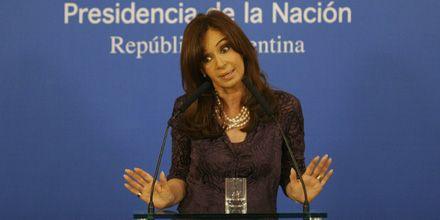 Cristina posterga su viaje a China para evitar que Cobos asuma el Ejecutivo
