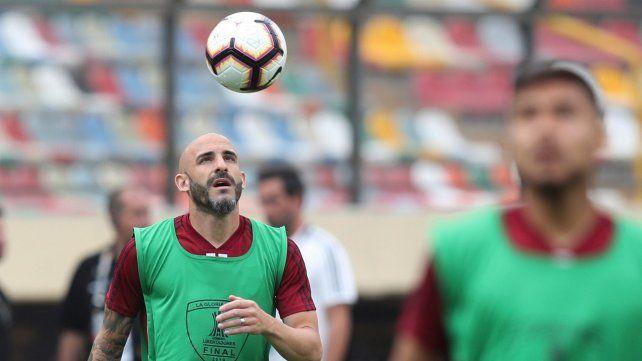 Baluarte. El ex Central Javier Pinola será nuevamente marcador central.