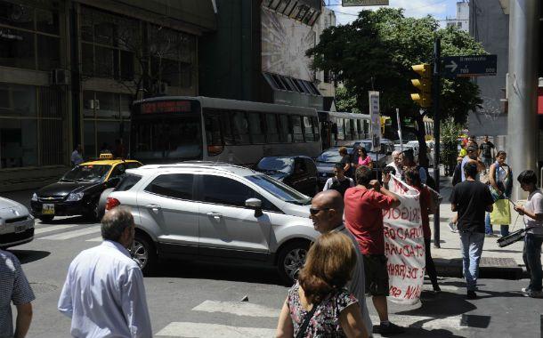 Las protestas se instalaron en el centro rosarino.
