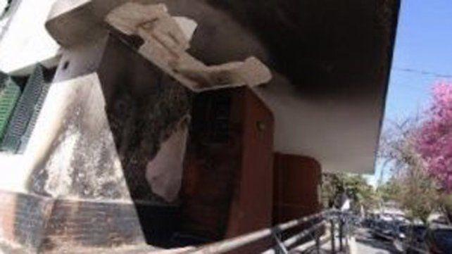 Un incendio afectó el ingreso del Instituto Municipal de la Mujer