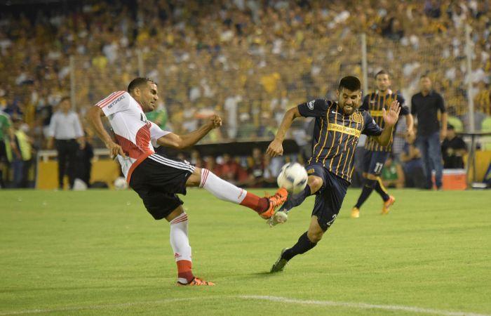 Central y River jugaron un primer tiempo intenso con un gran despliegue físico. (foto: Leonardo Vincenti)