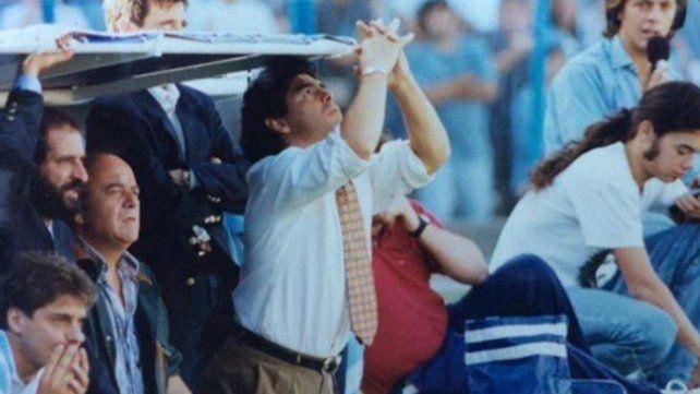 Entrenando a Racing, Diego comenzó a trascender las fronteras del fútbol como técnico. Fue tras retirase de la actividad, en 1995.