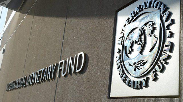 El FMI proyecta que el año que viene seguirá la caída de la economía.