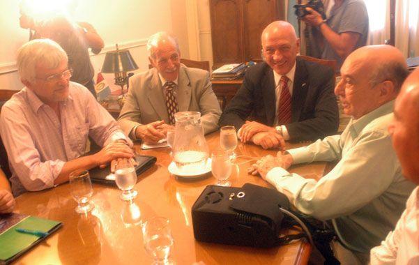 Negociador. Alberto Marguid junto al gobernador Antonio Bonfatti.