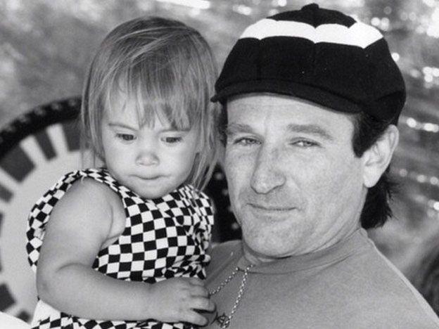 La hija de Robin Williams lo recordó con un tatuaje