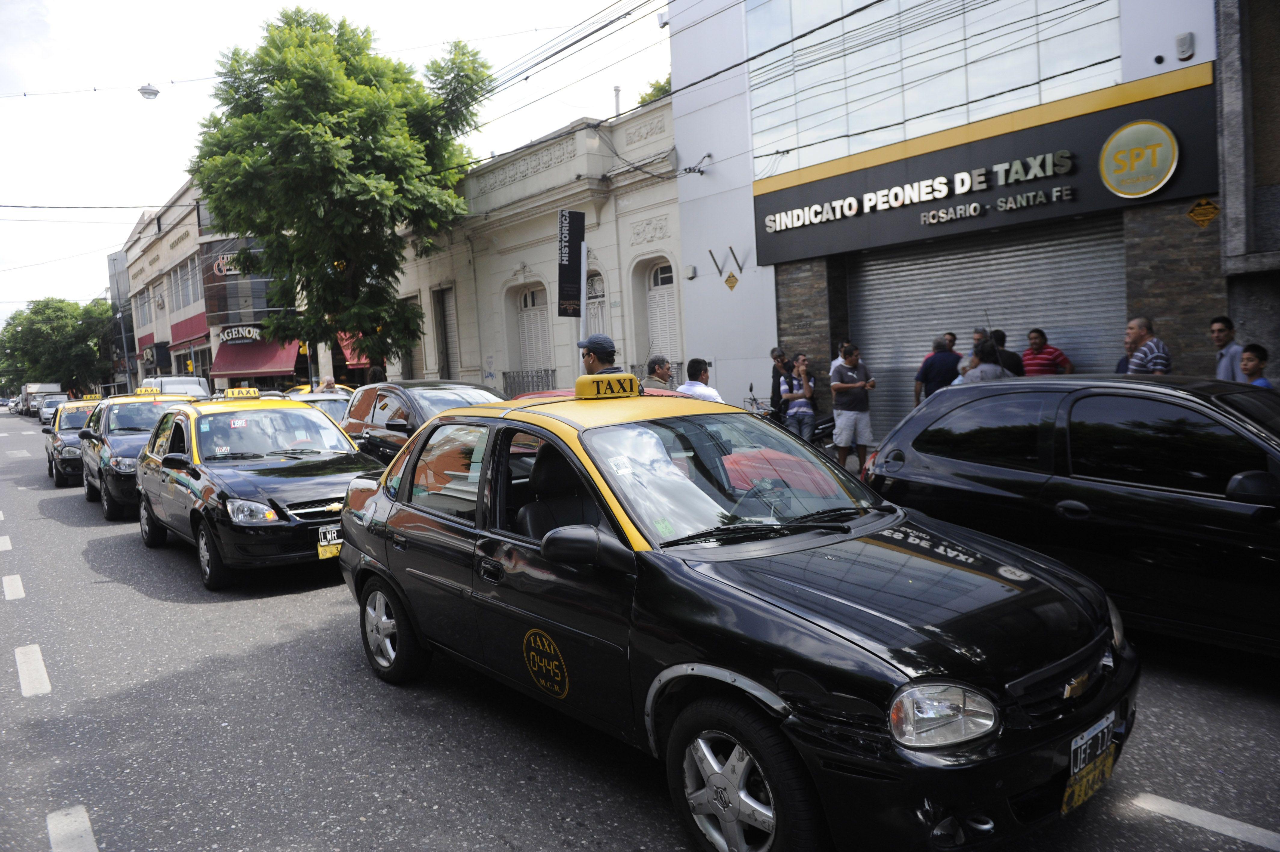El Sindicato de Peones de Taxis participará en el plenario de mañana. (Foto de archivo)
