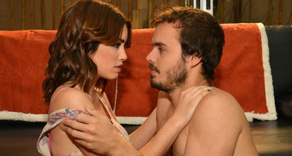 Lali Espósito y Benjamín Rojas ardientes en su debut sexual