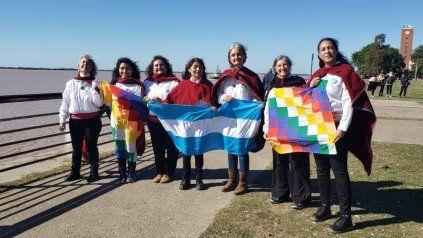 El Misky Taki de Rosario, estudiantes de la UNR que interpretaron la versión en quechua del himno nacional.