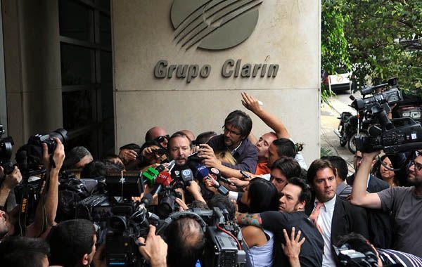 Tumulto mediático. Sabbatella se retira de Clarín luego de notificarles el inicio del proceso de desinversión.
