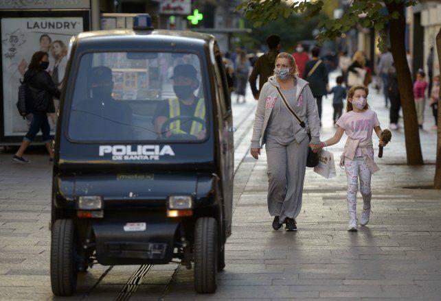 Comerciantes de la peatonal aguardan más presencia policial durante las Fiestas.