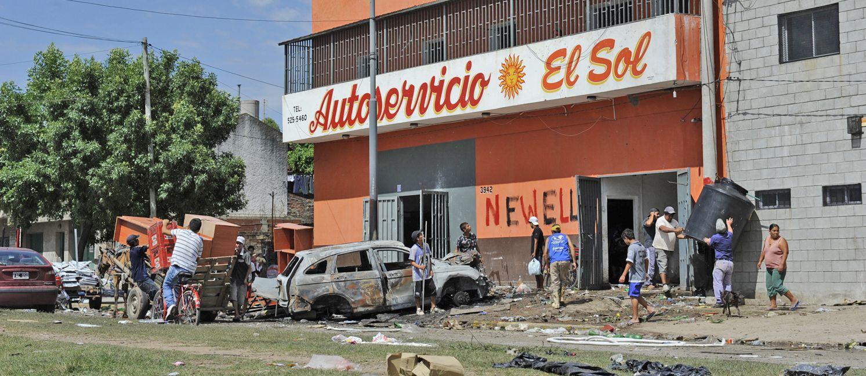 El súper de Avellaneda al 3900 fue destruido. Allí murió una mujer tras cortarse con un vidrio.