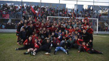 Bicampeón en el 2017: Unión obtuvo la Copa Ivancich tras vencer a Rosario Central en la cancha de Tiro Federal. 1000 personas se dieron cita al festejo rojinegro. Después se quedó con el Gobernador Molinas ante Newells.