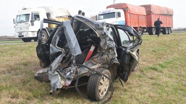 Destrozado. El Renault irreconocible