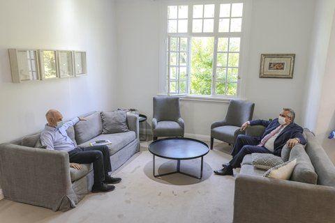Distancia social. Horacio Rodríguez Larreta y Alberto Fernández se reunieron ayer en Olivos. La imagen refleja el recelo y la desconfianza en la relación entre ambos gobernantes.