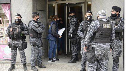 La policía realizó varios allanamientos en varios domicilios de Rosario en el marco de una causa por pornografía infantil.