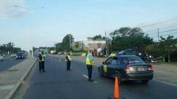 Aplican controles en la Ruta Provincial 1. Retendrán las licencias de conducir de todos los conductores que crucen semáforos en rojo.