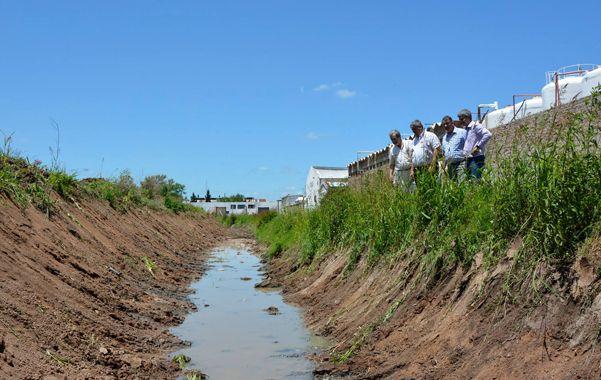 Recorrida. En Villa G. Gálvez el intendente electo visitó las obras que se realizan.