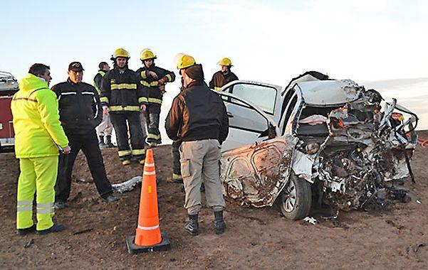 Pavoroso. Uno de los dos automóviles que chocaron de frente en la ruta 5 de La Pampa.