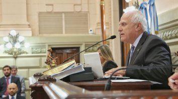 El gobernador decidió convocar al presidente de la Cámara de Diputados, Miguel Lifschitz, y a los presidentes de bloque para enfrentarla pandemia del coronavirus.