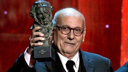 Murió este sábado el director y guionista de cine Mario Camus, realizador de películas como La Colmena y Los Santos Inocentes.