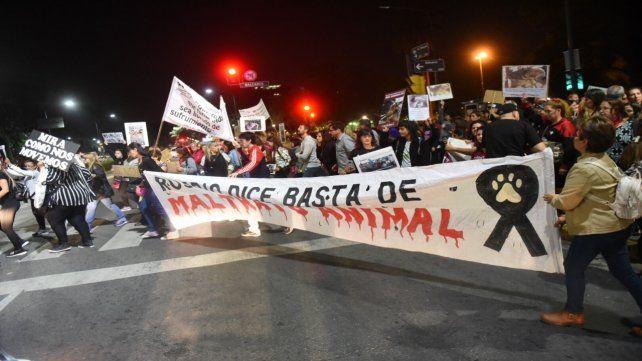 Frente a Tribunales. Los manifestantes en Balcarce y Pellegrini.