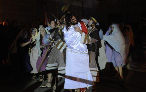 Esperan 300 mil fieles para el tradicional Vía Crucis del padre Ignacio