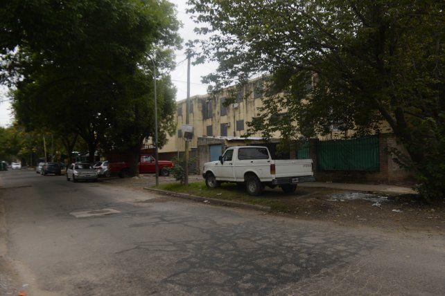 El lugar donde estaba estacionado el auto de Morel y donde lo acribillaron a tiros.