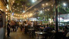 En los bares de Pellegrini se ofrece la posibilidad de juntar la merienda con la cena, para ir más temprano y aprovechar la salida.