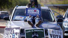 Hispanos durante un acto de Biden en Arizona. El voto de la comunidad fue decisivo, pero no está asegurado.