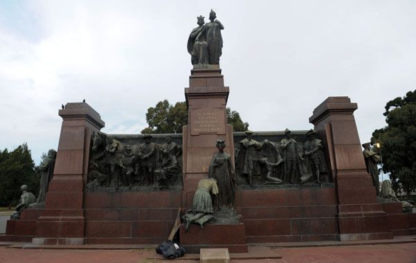 Monumento. Se halla ubicado detrás de la Casa Rosada
