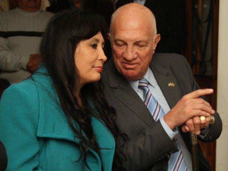 El ex militar y político de 71 años se casó por civil con una mujer de 45.