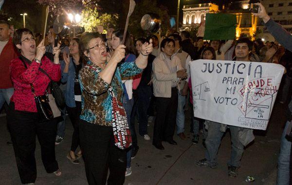 Las manifestaciones de anoche llevaron a imponer una fuerte presencia de efectivos de la Policía provincial tucumana.