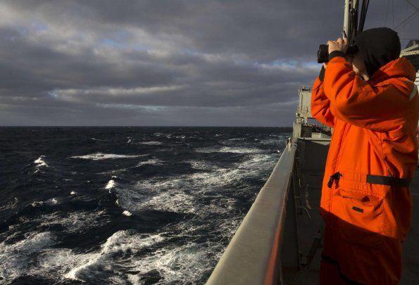 La búsqueda se realiza contra reloj. Varias naciones participan en el operativo.